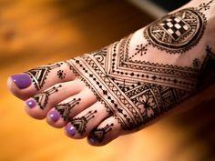 LOVE this henna foot design #hennafootdesign #hennafoot Want gorgeous Metallic Tattoos for summer? Shop here www.bijouxtattoo.com.au