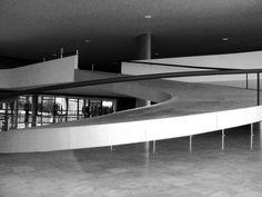 Rampa de acesso ao mezanino do palácio do Planalto - Brasília - Foto: Arquiteta Cláudia F. Ferreira