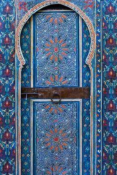 Gorgeous door paint.