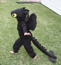 Since we have been on a dragon theme, lets do at least one more post related to Toothless the dragon. When searching for cake ideas for my ...