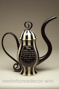 Beth Turnbull Morrish amazing black and white striped teapot. Very underland Malice and Tim Burton esque. Teapots And Cups, Chocolate Pots, Beetlejuice, My Tea, Handmade Home Decor, Tim Burton, Tea Time, Stoneware, Tea Party