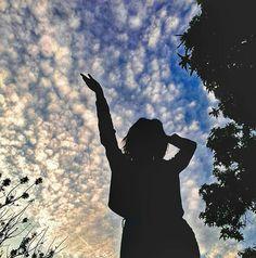 𝕗𝕠𝕥𝕠 𝕥𝕦𝕞𝕓𝕝𝕣 🦋🌙 - portrait photography Shadow Photography, Portrait Photography Poses, Photography Poses Women, Tumblr Photography, Creative Photography, Digital Photography, Profile Pictures Instagram, Instagram Pose, Applis Photo