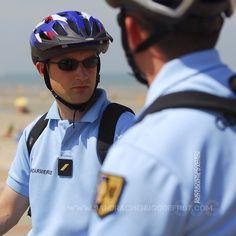 Gendarmes mobiles en patrouille estivale [Ref:1408-22-1261] #gendarmerienationale #EGM #gendarmeriemobile #escadron #moblo #portrait #velo #patrouille #plage