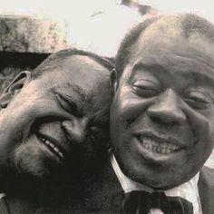 Pixinguinha e Louis Armstrong em 1957, durante a temporada de shows que o mestre…