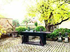 Die Outdoorküche - Küchenblock aus Edelstahl in schwarz mit Gasgrill von OCQ