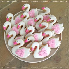 Swan cookies Iced Cookies, Cute Cookies, Cookies Et Biscuits, Sugar Cookies, Picnic Birthday, Baby Birthday, Birthday Parties, Lake Party, Sugar Cookie Royal Icing