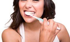 escovar os dentes está errado! Isso pode causar traumas na gengiva e lesões, além de diminuir a vida útil da sua escova de dentes. Para uma correta e