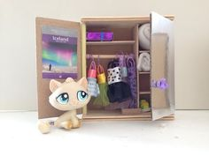 In this tutorial we are making a LPS closet with mirror doors. How to make LPS furniture How to make LPS accessories How to make a LPS mirror How to make a L. Craft Stick Crafts, Diy And Crafts, Crafts For Kids, Little Pet Shop, Little Pets, Doll Crafts, Diy Doll, Accessoires Lps, Lps Diy Accessories