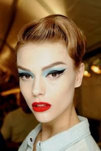 Martha Streck backstage at Christian Dior Haute Couture Spring Makeup by Pat McGrath. 1950s Hair And Makeup, Vintage Makeup, Hair Makeup, 1950s Makeup, Mod Makeup, Vegas Makeup, Retro Makeup, Makeup Set, Makeup Brush