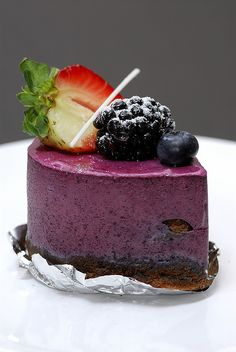 Berry mousse pastry - again I wonder if you could turn this raw with a berry mousse (young coconut) with some agar-agar or Irish moss in it and an agar-agar coating...