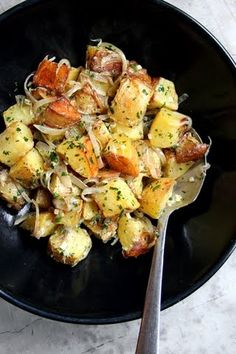 SAVEUR MEMORIAL DAY BACKYARD COOKOUT: Roasted Potato Salad with Sour Cream and Shallots. Roasting potatoes for potato salad, rather than boiling them, lends a caramelized sweetness that's offset by a tangy dressing of sour cream, mustard, and shallots. Roasted Potato Salads, Roasted Potatoes, Potato Dishes, Food Dishes, Potato Recipes, Vegetarian Recipes, Cooking Recipes, Healthy Recipes, Cooking Tips