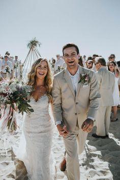 Carefree + stylish beach wedding in California | Image by Jami Laree
