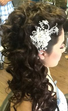 Quinceanera Hairstyles For Long Hair With Curls And Tiara : Quinceanera Hairstyles For Long Hair With Tiara And Curls 28 prettiest ...