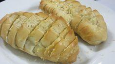 Hot Dog Buns, Hot Dogs, Bread, Food, Garlic Bread, Bar Grill, Barbecue, Brot, Essen