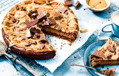 Karamel zeezout cheesecake Baking Recipes, Cake Recipes, Sweet Bakery, Pie Dessert, Piece Of Cakes, Food Cakes, Something Sweet, Cakes And More, Cake Cookies