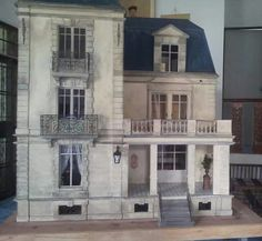 The Villa, by Siam's Miniatures (jt-love this house! - sorry no link)