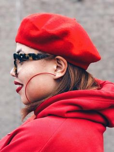 Plus size Fashion: Flare Skirt: Circle Skirt: Red Fashion: Converse: Beret: Hoodie & Skirt: Style Outfit: OOTD Red Fashion, Latest Fashion, Fashion Outfits, Red Bone, Beret, Flare Skirt, Plus Size Fashion, Winter Hats, Converse