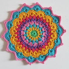 Mandala number magnolia mandala from the crochet millan Blog Crochet, Diy Crafts Crochet, Crochet Home, Crochet Gifts, Crochet Yarn, Crochet Flowers, Crochet Stitches, Crochet Projects, Crochet Doilies