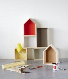 Idee van KARWEI: houten pronkkastjes voor bijzondere spullen die wat extra aandacht verdienen, mooi voor aan de wand.
