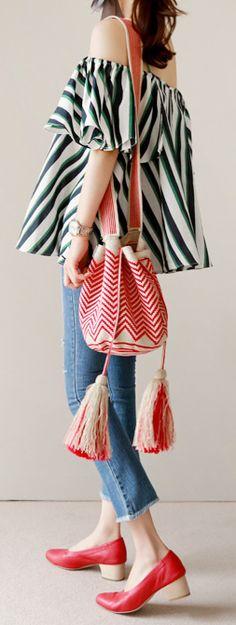 모칠라 백 도안 ㅡ 5 : 네이버 블로그 Boho Bags, Tapestry Crochet, Purses And Bags, Bell Sleeve Top, Knitting, Japanese Bags, Crochet Bags, Macrame, Women