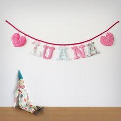 Guirnaldas de letras de tela para la habitación de los niños