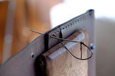 Processo de execução das peças SONIUM. Fase de costura das peças.