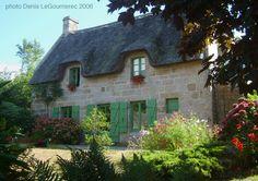 Chaumiere restaurée à Port-Manech, coastal Cornouaille, Finistere   Brittany