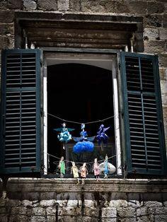 Pięknie przyozdobione okna w Dubrovniku. Fot. Rafał Kuranowski