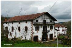 Urdazubi-Urdax. Casa Karakoetxea, caserío del barrio de Alkerdi, camno de las Cuevas de Ikaburua