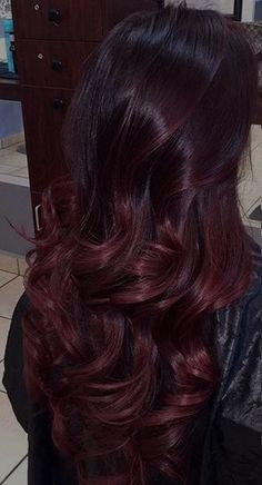 Coloration ombré hair rouge - All For Hair Color Trending Best Ombre Hair, Brown Ombre Hair, Ombre Burgundy, Red Balayage Hair Burgundy, Hair Color Auburn, Ombre Hair Color, Deep Red Hair Color, Ombré Hair Rouge, Pelo Color Vino