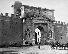 Porta Pia con i segni del cannoneggiamento del 20 settembre 1870...