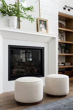 Home Decor Styles modern living room design // round white poufs // fireplace // built in shelves.Home Decor Styles modern living room design // round white poufs // fireplace // built in shelves Home Living Room, Living Room Designs, Living Room Decor, Home Fireplace, Fireplace Design, Fireplaces, Fireplace Kitchen, Bedroom Fireplace, Fireplace Surrounds