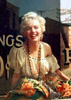 Marilyn Monroe by Milton Greene, Style Marilyn Monroe, Marilyn Monroe Outfits, Marilyn Monroe Photos, Jennifer Jones, Divas, Hollywood Icons, Hollywood Actresses, Glamour, Norma Jeane