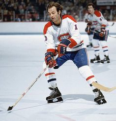 Guy LaFleur, Montreal Canadiens Reminds me of whenI was little, loved him and several others. Montreal Canadiens, Mtl Canadiens, Usa Hockey, Hockey Mom, Baseball Training, Hockey Games, Sport Icon, National Hockey League, Best Player