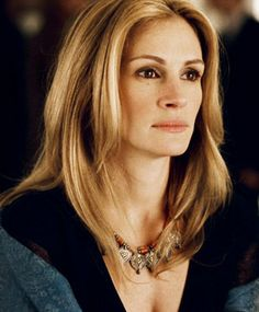Julia Roberts, some please burn this witch alive?!