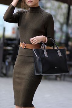 Easy, chic & femenine ootd with Bar III for work up on fake leather blog