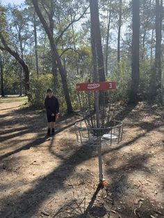 What to bring on your first disc golf outting! Disc Golf Rules, Disc Golf Set, Myrtle Beach Things To Do, Disc Golf Courses, Golf Videos, Putt Putt, Bring It On, Miniature Golf