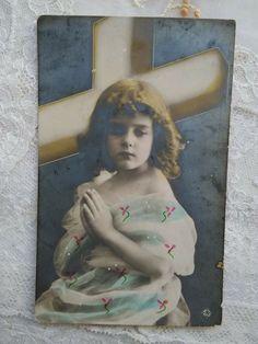 Antique tinted photo-postcard, praying little girl, cross, faith, cca. 1910s' Photo Postcards, Vintage Postcards, Queen Photos, The Cross Of Christ, Girl And Dog, Antique Photos, Vintage Girls, Little Girls, Religion