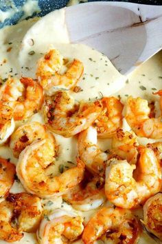 Garlic Shrimp Alfredo that is cheesy, garlic and delicious