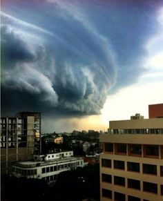 Fantástica imagen de la llegada del ciclón #Dineo a Mozambique este 14 de Febrero. Imagen: Kgosiemang Phejane. Publicado por: @1undertaker18