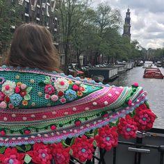 Kun je eigenlijk verliefd zijn op een stad? Ik hou van Amsterdam, zelfs als het regent! #havingfun #atamsterdam #adindasworld #adindashawl #beautifulplaces #withmydaughter #happycolors #happyday #inspiration #flowerpower #haveanicesunday ☂️☀️☂️