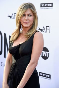 Jennifer Aniston Diet Plan Has Been Revealed Jennifer Aniston Friends, Jennifer Aniston Style, Jennifer Aniston Pictures, Nancy Dow, Rachel Green Friends, Rachel Green Hot, Jeniffer Aniston, Celebrity Style Dresses, Celebrity Photos