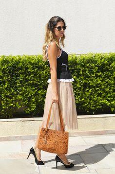 Top Dolce & Gabbana, Saia Zara e Bolsa Chanel