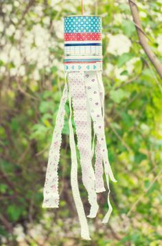 Colorful ribbons turn into magical wind chimes for the garden or balcony on Upcycled Home Decor, Upcycled Crafts, Diy And Crafts, Diy Garden Decor, Garden Art, Carillons Diy, Diy For Kids, Crafts For Kids, Kindergarten Art Projects