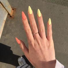 Semi-permanent varnish, false nails, patches: which manicure to choose? - My Nails Almond Acrylic Nails, Summer Acrylic Nails, Best Acrylic Nails, Almond Nail Art, Light Pink Acrylic Nails, Long Almond Nails, Summer Nails Almond, Cute Almond Nails, Elegant Nails