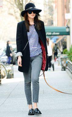 Kombi-Klassiker: Ringelshirt zu 7/8-Jeans.Mädchenlook. Dazu: Longblazer und Loafers als Stilbruch - drehen den Look wie bei Schaupielerin Dakota Johnson auf edgy und cool.