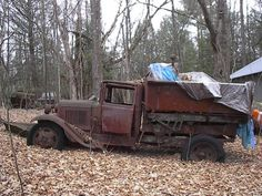 Ford dump truck 20 ideas for 2019 Old Ford Trucks, Dump Trucks, Diesel Trucks, Abandoned Cars, Abandoned Vehicles, Truck Bed Trailer, Fire Truck Room, Silverado Truck, Rust In Peace