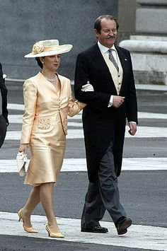 Duchess Isabel and Duke Duarte of Braganza, at the wedding of prince Felipe de Asturias y Letizia Ortiz Rocasolano Spanish Hat, Ball Skirt, Tailored Coat, Casa Real, Lace Veils, Silk Suit, Hat Stands, White Suits, Princess Style