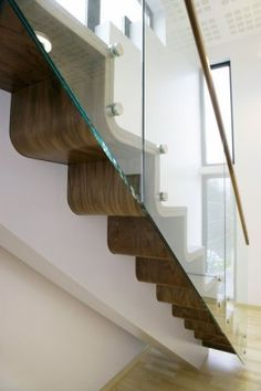 Nice curved tread and riser detail to this Norwegian Staircase. Via Norwegian Design Council by Melby Snekkerverksted Stair Steps, Stair Railing, Glass Railing, Railing Design, Staircase Design, Architecture Details, Interior Architecture, Treads And Risers, Modern Stairs