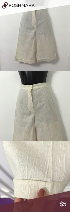 🐚Vintage Linen Beachy Shorts🐚 Very beautiful linen beach pants. Vintage and very cute. Never worn. Great with sandals. Smoke free home. Feel free to make an offer. Vintage Shorts Bermudas